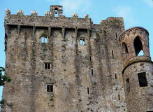 Castillo Irlanda de la lisonja imagenes de archivo