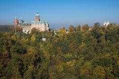 Castillo Ksiaz en colores del otoño, Polonia Imagen de archivo