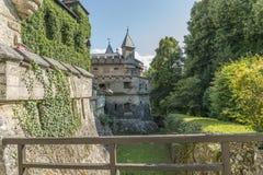 Castillo Lichtenstein - edificio auxiliar con la torre Imagenes de archivo