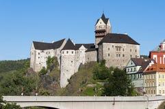 Castillo Loket en el verano, República Checa Foto de archivo