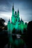 Castillo mágico del reino del mundo de Disney Imágenes de archivo libres de regalías