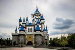 Castillo mágico en el parque de Eskesehir Sazova imagenes de archivo