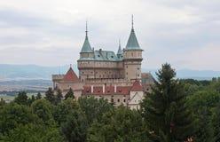 Castillo magnífico Bojnice en Eslovaquia imagenes de archivo