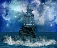 Castillo maravilloso por noche bajo manera lechosa Fotos de archivo