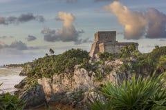 Castillo maya en la salida del sol fotografía de archivo libre de regalías