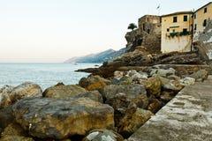 Castillo medieval de la aldea Camogly por la mañana Fotografía de archivo