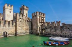 Castillo medieval de Scaliger en Sirmione fotografía de archivo libre de regalías