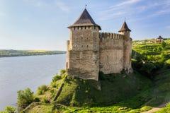 Castillo medieval viejo en la orilla de Dniéster en Khotyn, Ucrania Fotos de archivo libres de regalías