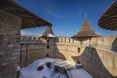 Castillo medieval viejo hermoso y paisaje en invierno foto de archivo