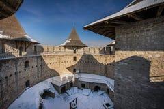 Castillo medieval viejo hermoso y paisaje en invierno foto de archivo libre de regalías