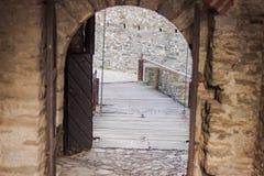 Castillo Montebello del pórche de entrada en Bellinzona imagenes de archivo