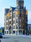 Castillo olvidado en ciudad urbana imagen de archivo