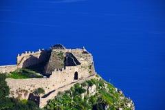 Castillo por el mar Foto de archivo libre de regalías
