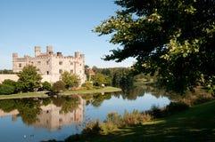 Castillo por el río Imagen de archivo libre de regalías