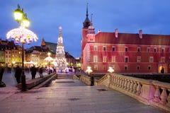 Castillo real por noche en la ciudad vieja de Varsovia Fotos de archivo libres de regalías