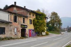 Castillo Rihenberk Kras de la región de Gorica Karst Primorska de la opinión del pueblo de Branik Eslovenia imágenes de archivo libres de regalías