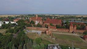 Castillo teutónico de la orden en Malbork, Polonia, 07 2016, visión aérea almacen de video