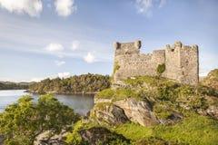 Castillo Tioram en el lago Moidart en Escocia Imagenes de archivo