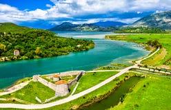 Castillo triangular veneciano y el canal de Vivari en Butrint en Albania foto de archivo