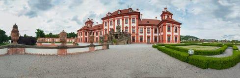 Castillo Troja en el panorama de Prage Fotos de archivo