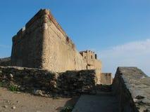 Castillo viejo debajo del cielo azul Imagen de archivo libre de regalías