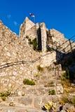 Castillo viejo del pirata en la ciudad de Omis Imagenes de archivo