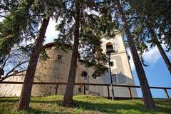 Castillo viejo en Banska Stiavnica, Eslovaquia en día de verano soleado imagen de archivo libre de regalías