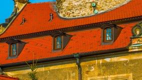Castillo viejo en otoño EN POLONIA imagenes de archivo