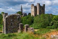 Castillo y abadía del ajuste fotos de archivo libres de regalías