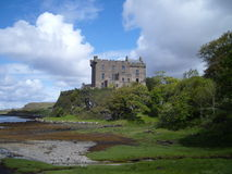 Castillo y bahía de Dunvegan foto de archivo libre de regalías