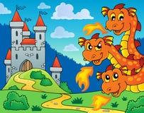 Castillo y cabezas del dragón que están al acecho Imágenes de archivo libres de regalías
