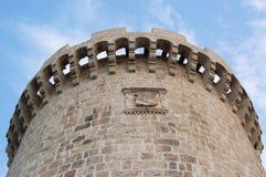 Castillo y cielo viejos en Croatia   Fotografía de archivo libre de regalías