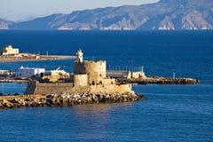 Castillo y faro en la isla de Rodas Imagenes de archivo