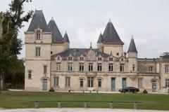 Castillo y jardín Imágenes de archivo libres de regalías