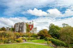 Castillo y jardines en Co.Offaly - Irlanda del birr. Fotos de archivo