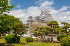 Castillo y jardines hermosos de Himeji-jo imagen de archivo