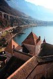 Castillo y lago Ginebra de Chillon imagenes de archivo