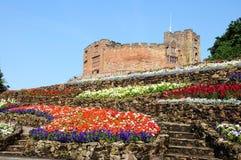 Castillo y macizos de flores de Tamworth imagen de archivo libre de regalías