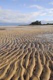 Castillo y playa de Bamburgh foto de archivo
