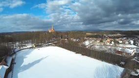 Castillo y pueblo Bouzov, checo almacen de metraje de vídeo