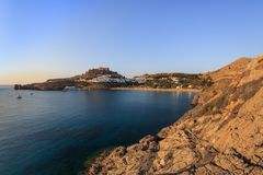 Castillo y pueblo, Grecia de Lindos Imagen de archivo