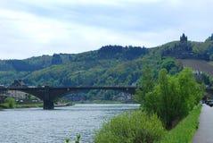 Castillo y río Mosela de Cochem en Alemania fotografía de archivo libre de regalías