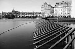 Castillo y río Vltava, República Checa de Praga Imagen de archivo libre de regalías
