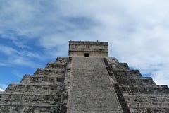 castilloen chichen den kukulkan pyramiden för el-itzaen Arkivbilder