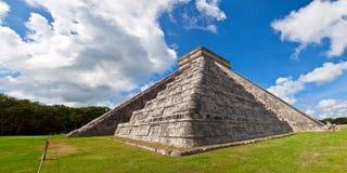 castilloen chichen el mig den kukulcan mayan pyramiden Royaltyfri Bild