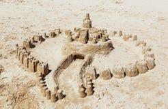 Castle από την άμμο που γίνεται στην παραλία Στοκ φωτογραφία με δικαίωμα ελεύθερης χρήσης