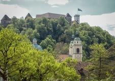 Castle και οι πύργοι εκκλησιών Στοκ φωτογραφία με δικαίωμα ελεύθερης χρήσης