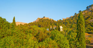 Castle πάνω από έναν λόφο Στοκ εικόνες με δικαίωμα ελεύθερης χρήσης