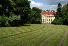 Castle σε ένα πάρκο Στοκ φωτογραφία με δικαίωμα ελεύθερης χρήσης