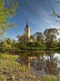 Castle σε μια πρώιμη ημέρα άνοιξη Στοκ φωτογραφία με δικαίωμα ελεύθερης χρήσης